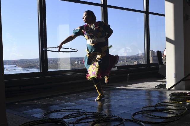 Stephanie Sarazin, danseuse autochtone de Kitigan Zibi, a... (Martin Roy, Le Droit)