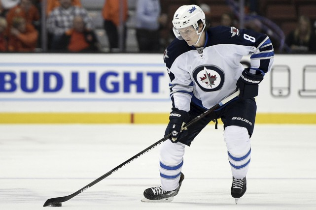 Jacob Trouba avait demandé une transaction avant le... (Kelvin Kuo, Associated Press)