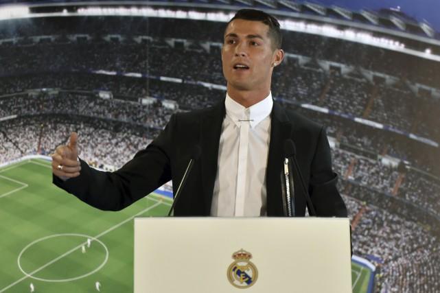 Ronaldoa signé une prolongation de contrat de cinq... (AFP, Gérard Julien)
