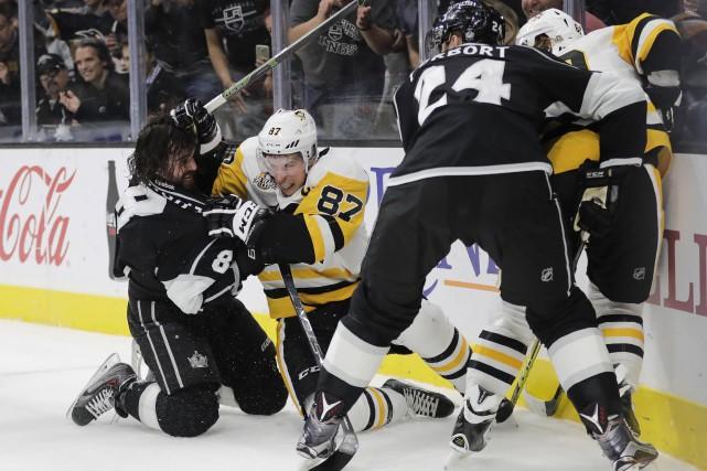 Mine de rien, Sidney Crosby connaît le meilleur... (AP, Jae C. Hong)
