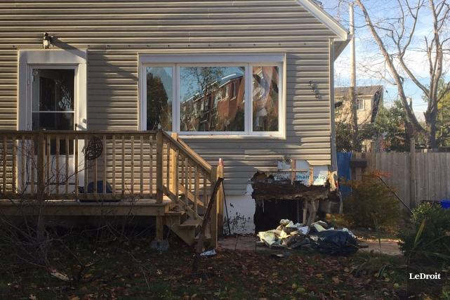 Une camionnette a percuté une maison du secteur... (Patrick Woodbury, LeDroit)