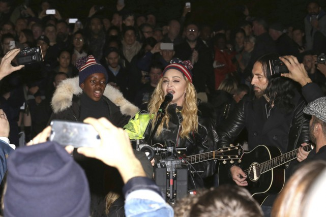 Madonna en spectacle au Washington Square Park à... (PHOTO AP)