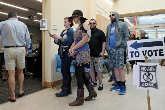Au total, 85000électeurs seront sondés en personne par... (PHOTO BOB ANDRES, ASSOCIATED PRESS)