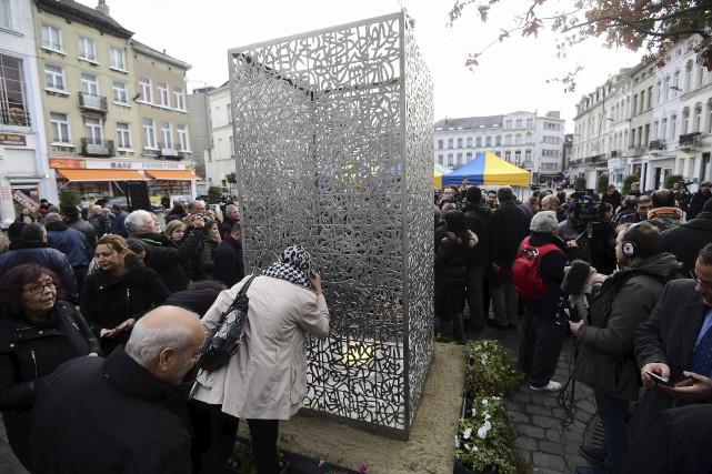 Une sculpture intitulée «La Flamme de l'espoir» en... (AFP, Emmanuel Dunand)