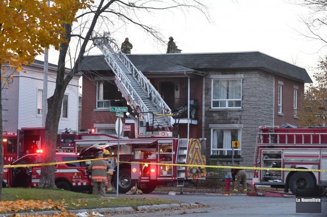 Incendie sur la rue Pelletier à Trois-Rivières.... (Stéphane Lessard, Le Nouvelliste)