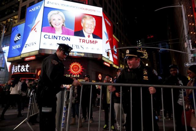 Des milliers de personnes se sont réunies à... (AFP, Eduardo Munoz Alvarez)