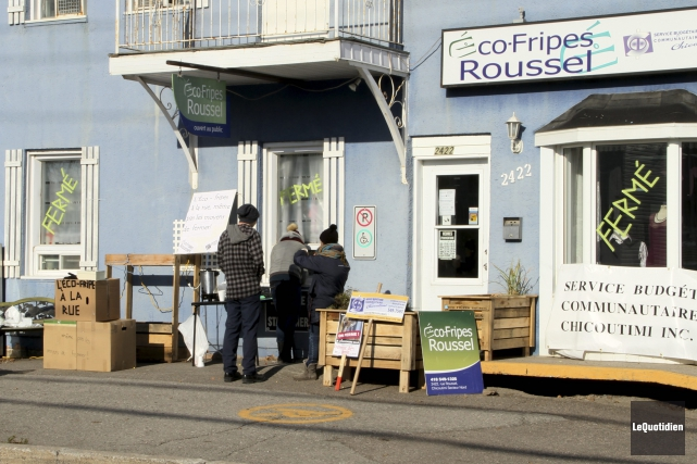 Les clients de l'Éco-fripes Roussel ont magasiné à... (Photo Le Quotidien, Yohann Gasse)