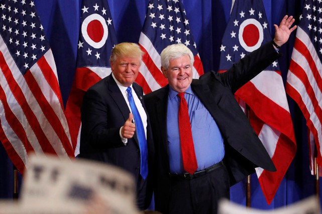 Donald Trump aux côtés de Newt Gingrich, ancien speaker de... (photo Aaron P. Bernstein, archives REUTERS)