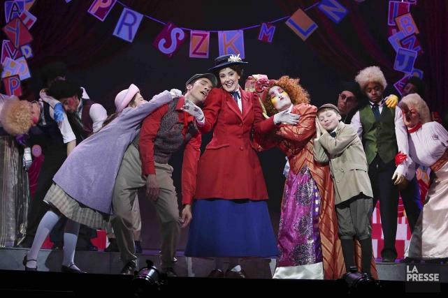 Mary Poppinsréunit sur scène une trentaine de chanteurs... (Archives La Presse, Robert Skinner)