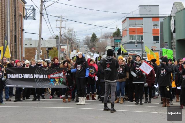 Une manifestation a eu lieu à Alma.... (Photo Le Quotidien, Katerine Belley-Murray)