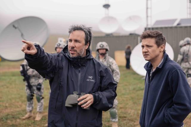 Denis Villeneuve et Jeremy Renner sur le plateau... (Fournie par Paramount, Jan Thijs)
