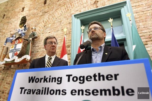 Les maires d'Ottawa et de Gatineau, Jim Watson... (Etienne Ranger, Archives Le Droit)