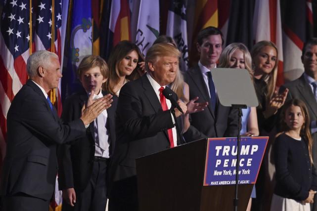 Le vice-président Mike Pence (à gauche) ne devrait... (AFP, Timothy A. Clary)