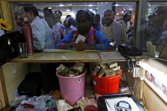 Des centaines de millions d'Indiens se sont retrouvés... (PHOTO ADNAN ABIDI, REUTERS)