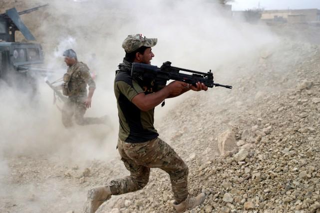 Un soldat irakien lors d'un combat à Karamah,... (PHOTO GORAN TOMASEVIC, REUTERS)