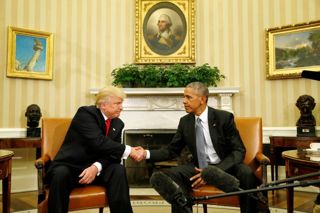 Donald Trump et Barack Obama lors de leur... (PHOTO KEVIN LAMARQUE, ARCHIVES REUTERS)