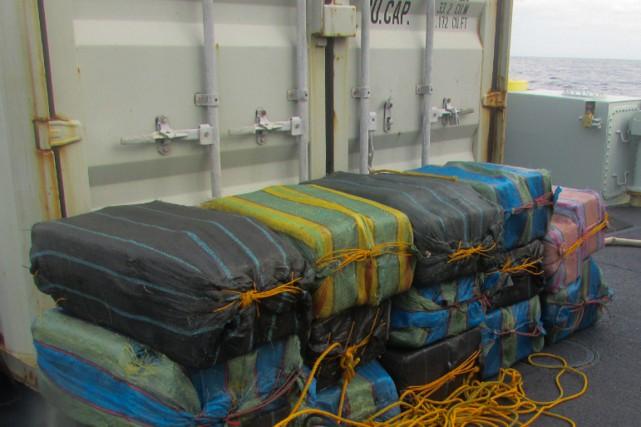 Les 14 ballots de cocaïne saisis ont été... (PHOTO U.S. Coast Guard)