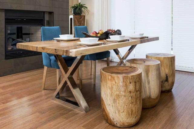 Ces meubles en bois exotique affichent des détails... (Fournie par Sayaloft)