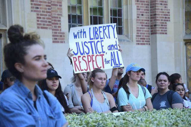 Des étudiants manifestent contre la victoire de Trump.... (AFP)