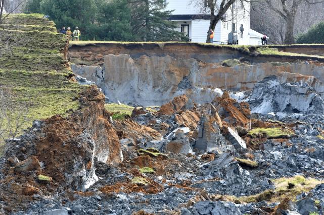 Un impressionnant glissement de terrain a forcé l'évacuation... (Stéphane Lessard, Le Nouvelliste)