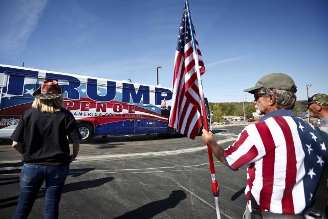 Des partisans de Donald Trump lors de la... (Archives AP, Brynn Anderson)