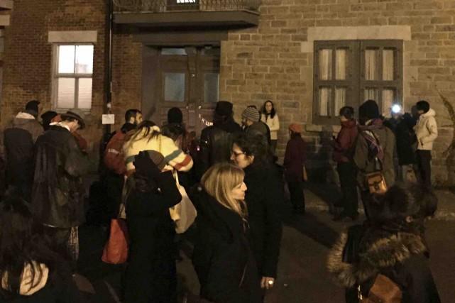 Près d'une centaine de Montréalais de tous âges... (AFP, Marc Braibant)