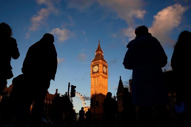 Le gouvernement britannique a pris ses distances lundi avec des notes sur une... (PHOTO TOBY MELVILLE, REUTERS)