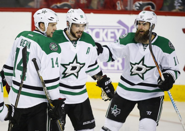 Dallas Stars' Jamie Benn, left, celebrates his game-winning... (La Presse Canadienne)