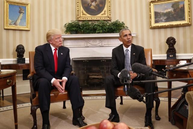 Le président sortant Barack Obama et le président... (Photo Pablo Martinez Monsivais, archives AP)
