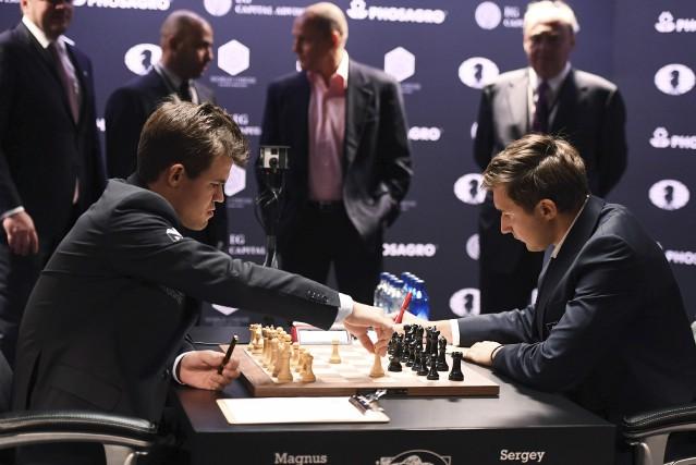 Tenant du titre depuis 2014, Magnus Carlsen a... (AFP)