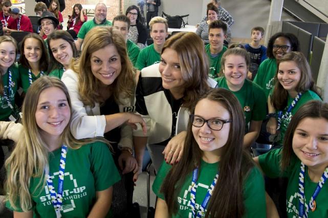 Sur la photo, au beau milieu d'étudiants du...