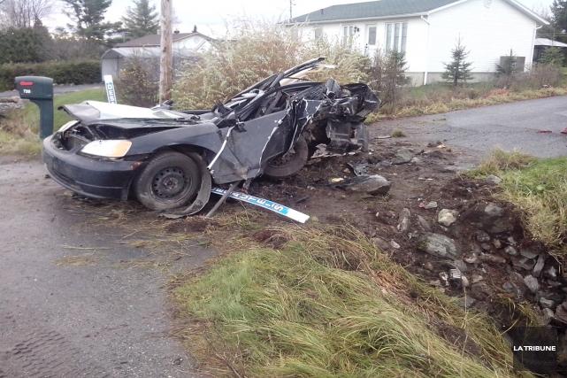 L'état du véhicule Honda Civic de la victime... (La Tribune, Claude Plante)