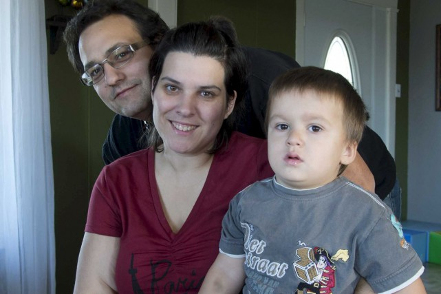 Noah et ses parents, Guillaume Pelletier et Marie-Ève... (Sylvain Mayer)