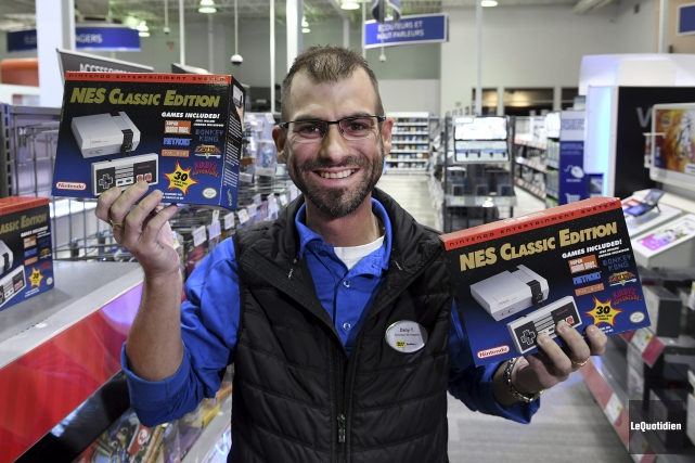 Le directeur du Best Buy à Chicoutimi, Dany... (Photo Le Quotidien, Rocket Lavoie)