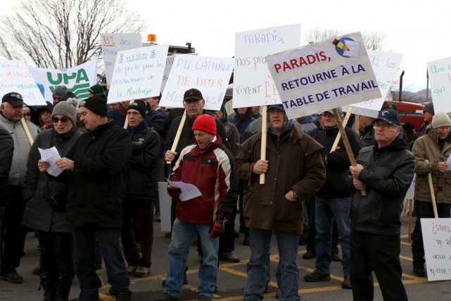 Un peu avant midi, la centaine de protestataires... (Janick Marois)
