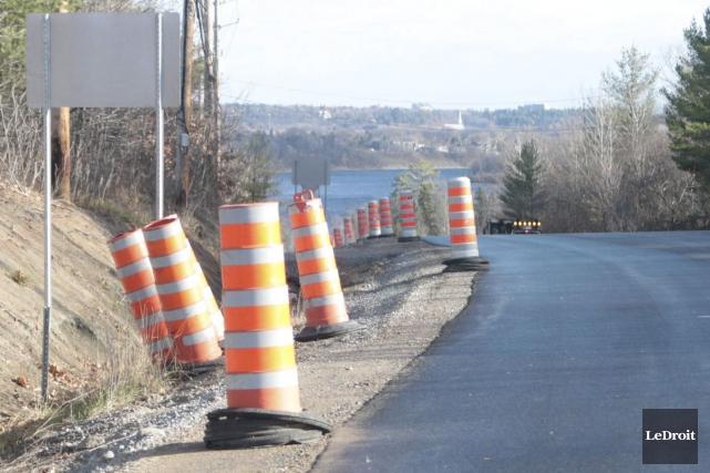 Les travaux de réfection sur la route 105, entre l'avenue du Pont et le chemin... (Etienne Ranger, LeDroit)