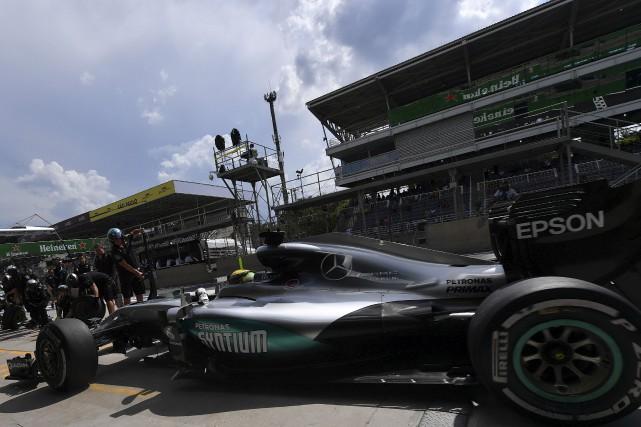 Lewis Hamilton a récemment eu l'ascendant sur son coéquipier chez Mercedes Nico... (Agence France-Presse)