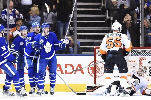Une remontée en troisième période a permis aux Maple Leafs de Toronto d'avoir... (Photo La Presse Canadienne)