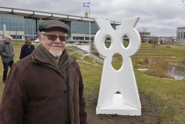 L'oeuvre Le Hibou blanc, réalisée par le sculpteur... (Spectre Média, Maxime Picard)