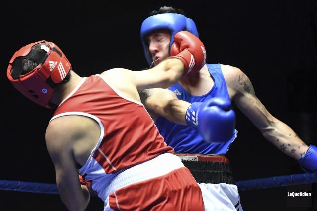 Martin Boily (en rouge) a remporté son combat... (Photo Le Quotidien, Rocket Lavoie)