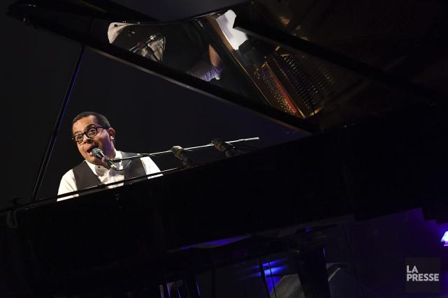 Gregory Charles a exprimé en chansons l'amour que... (Photo Le Quotidien, Rocket Lavoie)