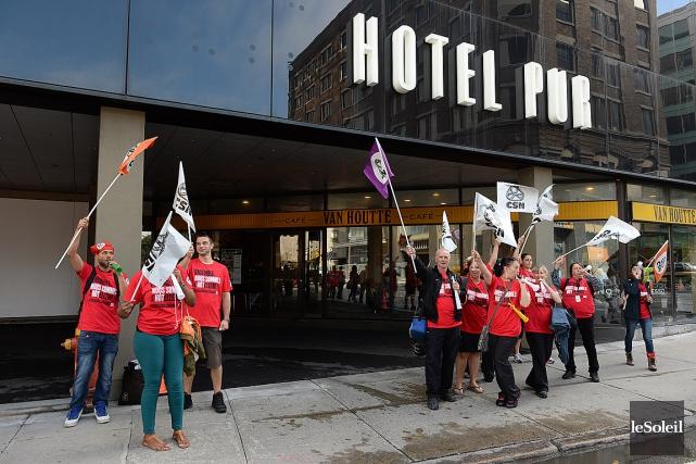 Des employés de l'Hôtel PUR de Québec ont... (PHOTO PATRICE LAROCHE, ARCHIVES LE SOLEIL)