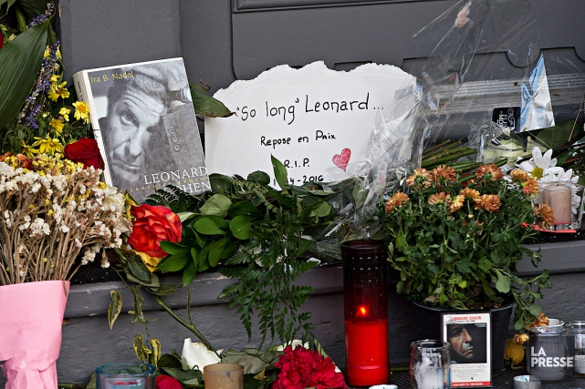 De nombreux admirateurs de Leonard Cohenlui ont rendu... (PHOTO PATRICK SANFAÇON, LA PRESSE)