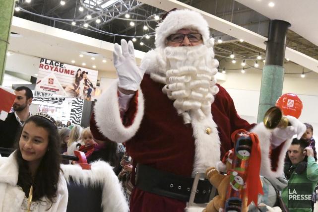 Le père Noël est arrivé samedi en début... (Le Progrès-Dimanche, Michel Tremblay)