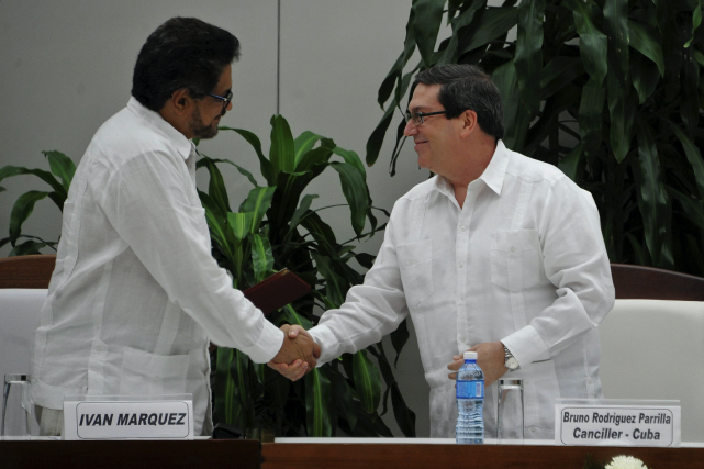 Le chef de la délégation des FARC, Ivan... (AFP, YAMIL LAGE)