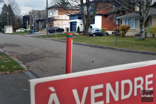 Sur la rue Dickson, des maisons unifamiliales modernes... (Le Soleil, Jean-Marie Villeneuve)