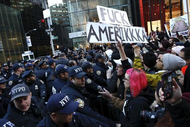 Le service de police de New York s'est... (AFP, Kena Betancur)