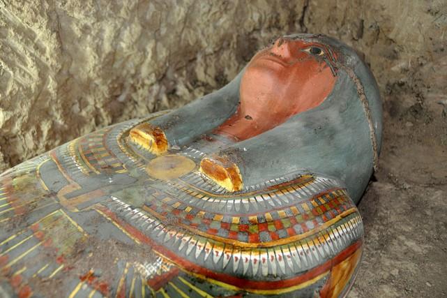 La momie a été retrouvée dans un sarcophage... (PHOTO AFP/FOURNIE PAR LE MINISTÈRE DES ANTIQUITÉS ÉGYPTIENNES)
