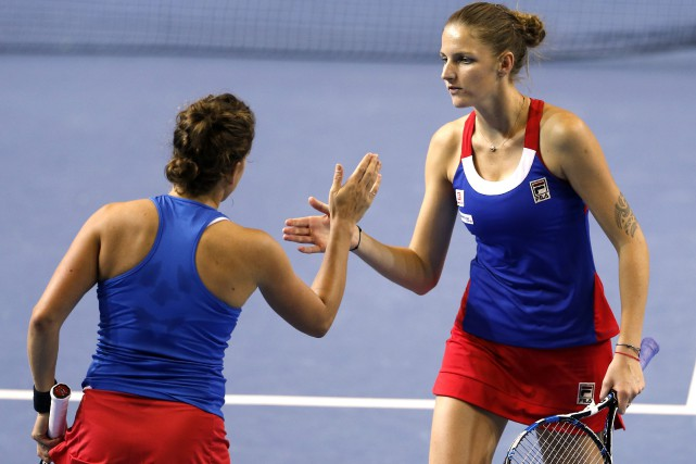 Barbora Strycova et Karolina Pliskova... (Photo Jean-François Badias, Associated Press)