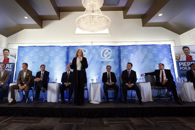 Les candidats se sont disputés sur les frais... (Photo La Presse Canadienne)
